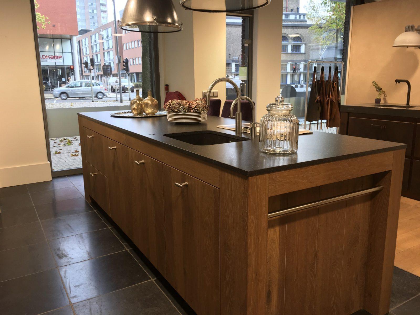 Jacob showroom keuken model madrid eiken gerookt afgelakt whitewash - Model keuken ...