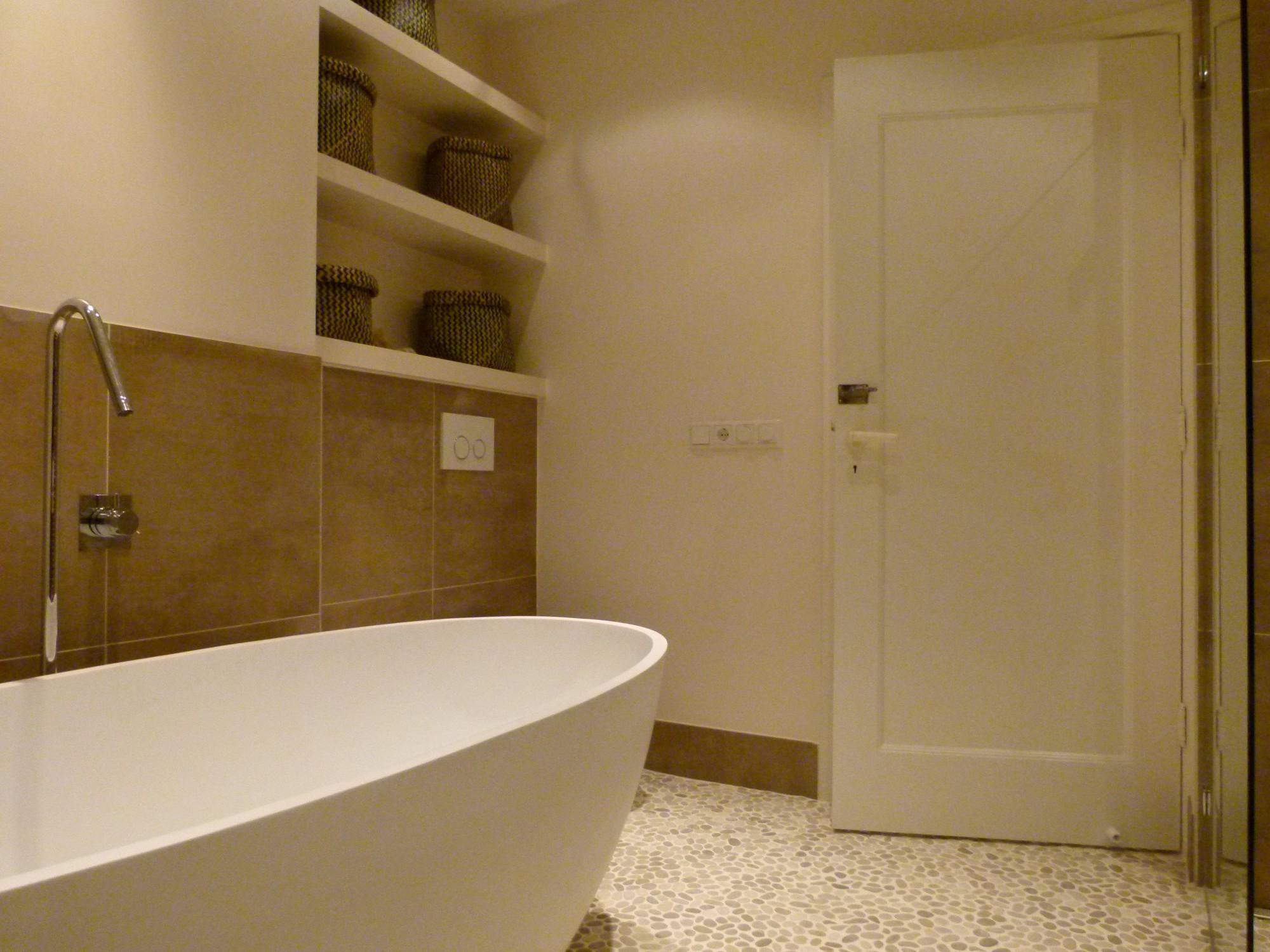 Inloopdouche Met Wastafel : Jacob badkamer apeldoorn voorzien van o.a. kiezelvloer